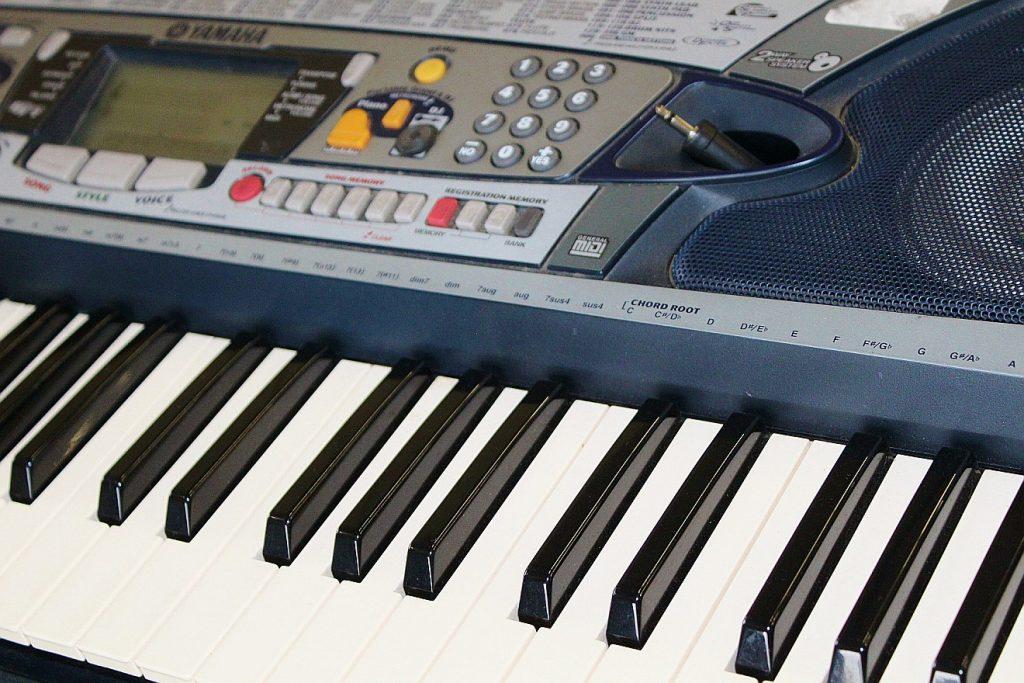 Tastatur eines E-Piano oder einer elektronischen Orgel
