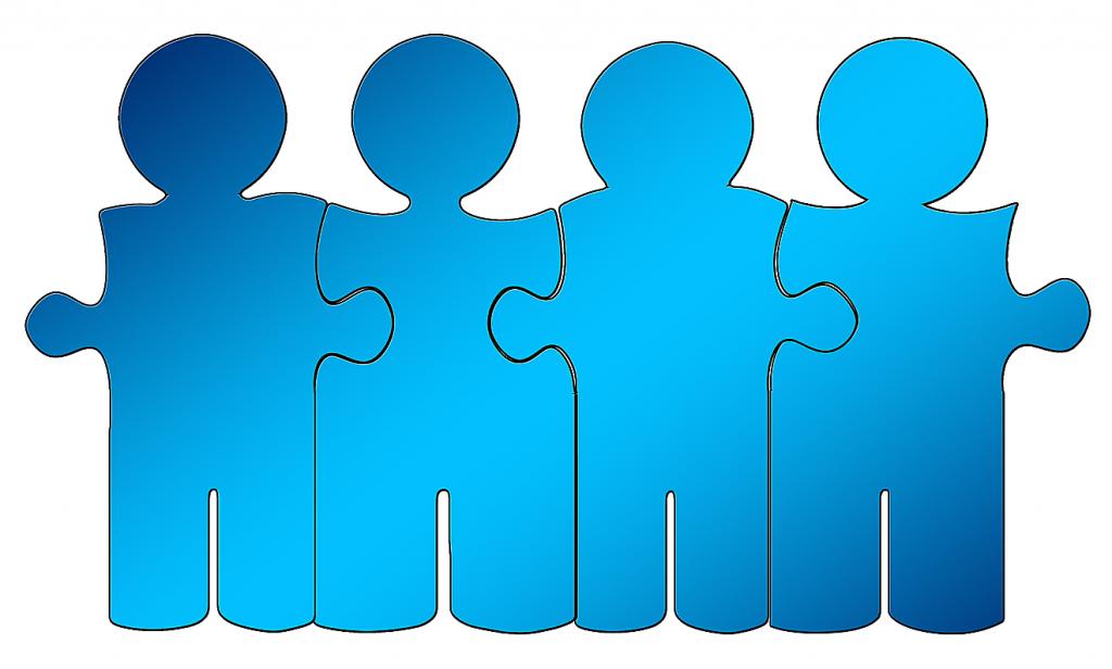 Mitleid entmündigt: Das Bild zeigt eine Grafik von vier als Puzzle-Teile dargestellten, miteinander verbundenen, blauen Figuren