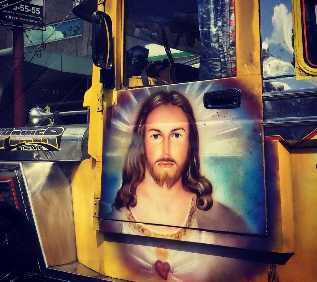 Ein Bild von Jesus auf der Tür eines Trucks - will da jemand Reklame für Jesus machen?