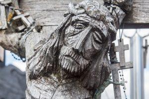 Christuskopf, leidend am Kreuz