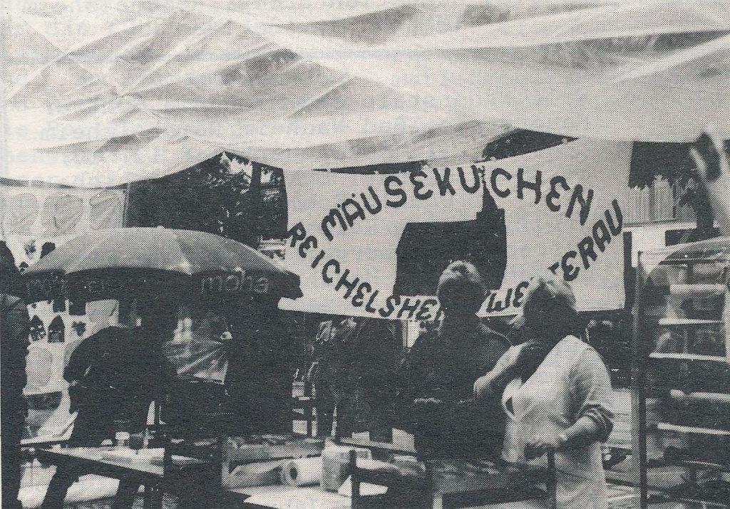 Mäuskuchenstand der Kirchengemeinde Reichelsheim/Wetterau beim Begrüßungsabend des Frankfurter Kirchentages am 17. Juni 1987