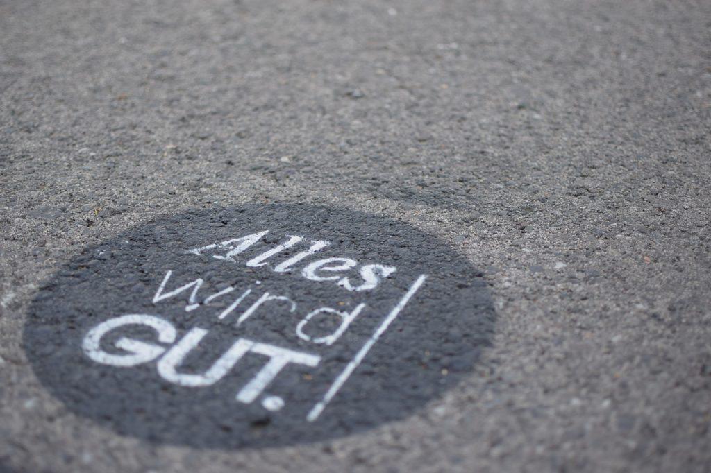 Alles wird gut. Ein Graffito auf der Straße in Wien