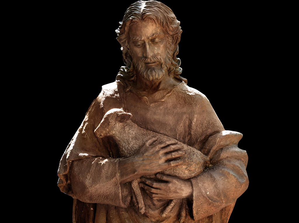 Holz-Skulptur von Jesus, der ein Schaf im Arm hält