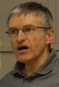 """Pfarrer Helmut Schütz verfasste zum Thema """"sexueller Missbrauch"""" ein umfangreiches Buch mit dem Titel """"Missbrauchtes Vertrauen"""""""