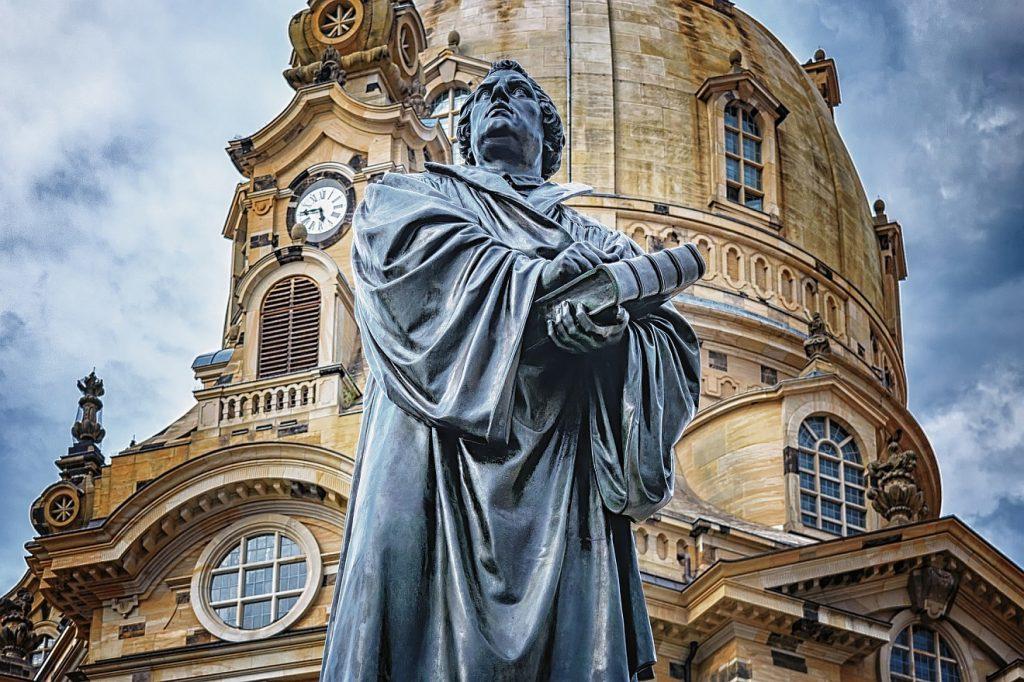 Lutherdenkmal vor der Frauenkirche in Dresden