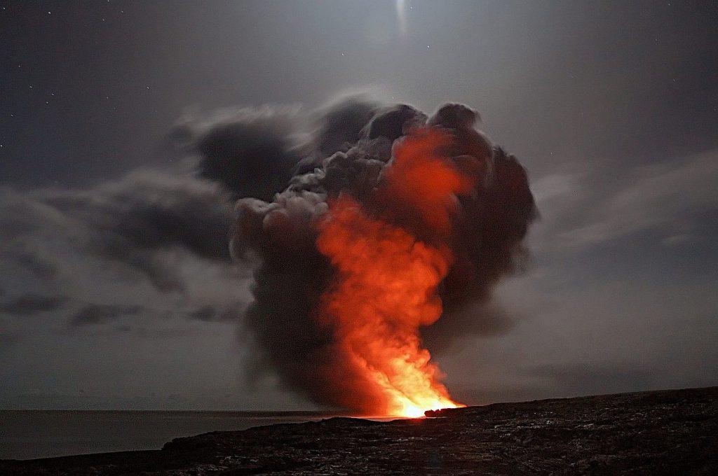 Eine Säule aus Feuer und Rauch von einem Vulkanausbruch - sah so die Wolkensäule und Feuersäule der Israeliten aus?