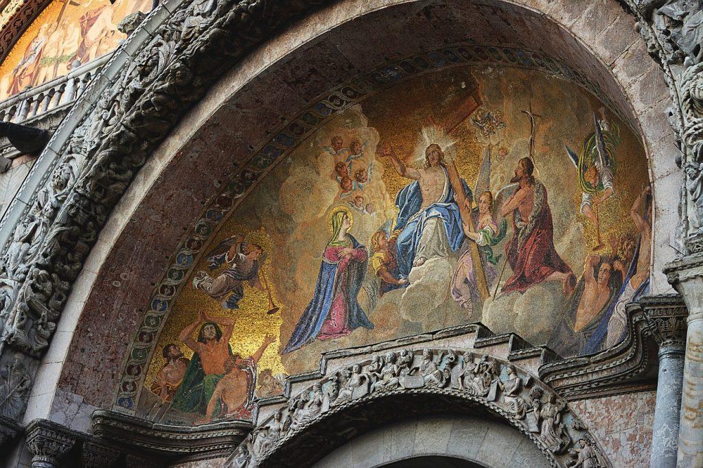 Die leibliche Auferstehung der Toten: Ein Fresko an einer Basilika in Venedig zeigt, wie man sich die leibliche Auferstehung Jesu vorstellte
