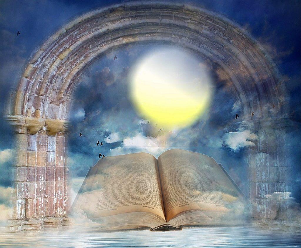 Das Lebensbuch im Himmel: Ein Buch in einem durchscheinenden Torbogen mit Wasser im Vordergrund, Wolken und Sonne im Hintergrund