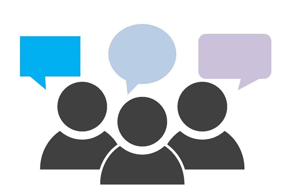 Diskussion im Himmel: Drei stilisiert dargestellte Personen mit verschieden aussehenden Sprechblasen