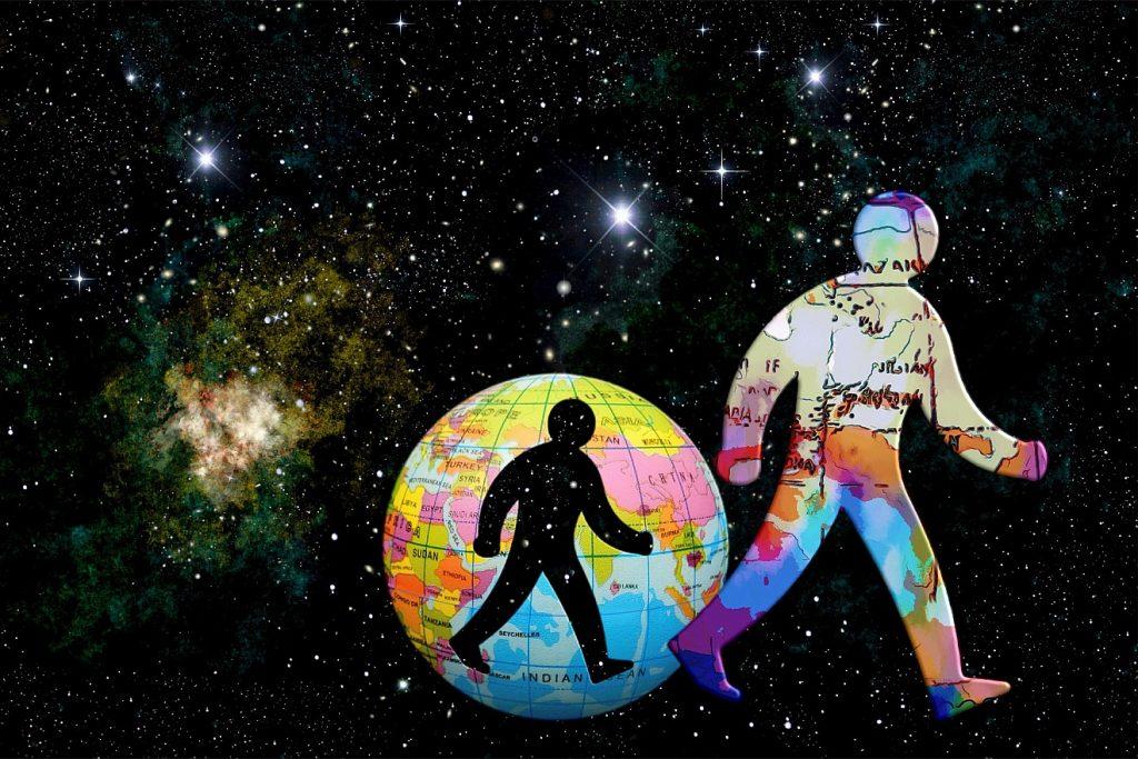 """""""Ihr seid das Licht der Welt"""": Ein Mensch tritt aus dem Globus heraus, in dem er einen Schattenriss hinterlässt, im Hintergrund das Universum mit Sternen und Galaxien"""