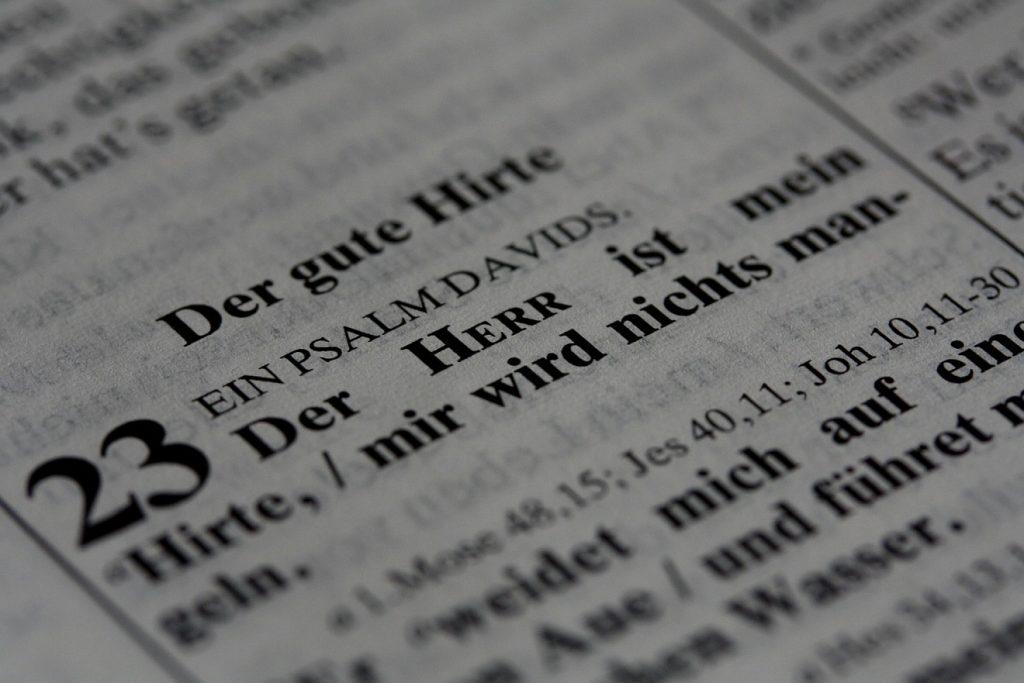 """Psalmen der Klage und des Vertrauens: Foto vom Anfang des Psalms 23: """"Der Herr ist mein Hirte..."""""""