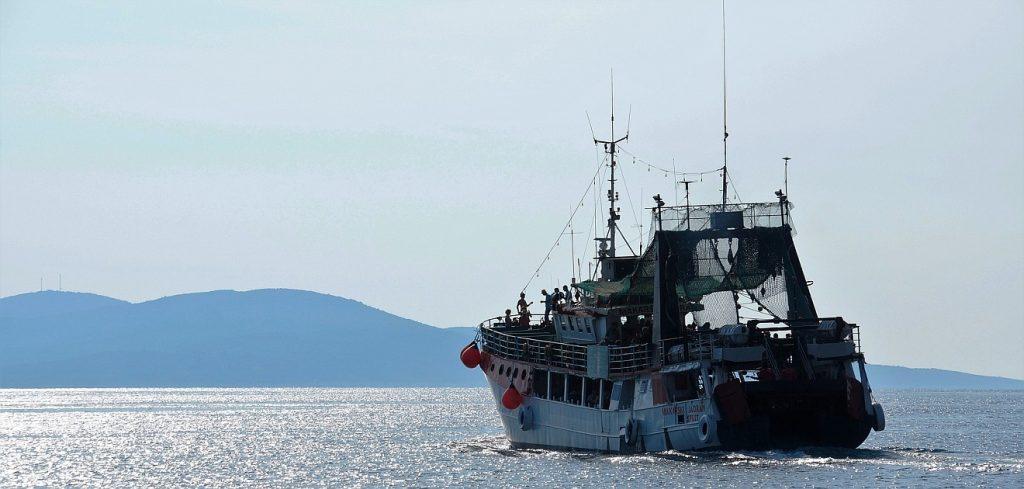 Hochseefischer auf dem Pazifik: Ein Trawler auf dem Ozean
