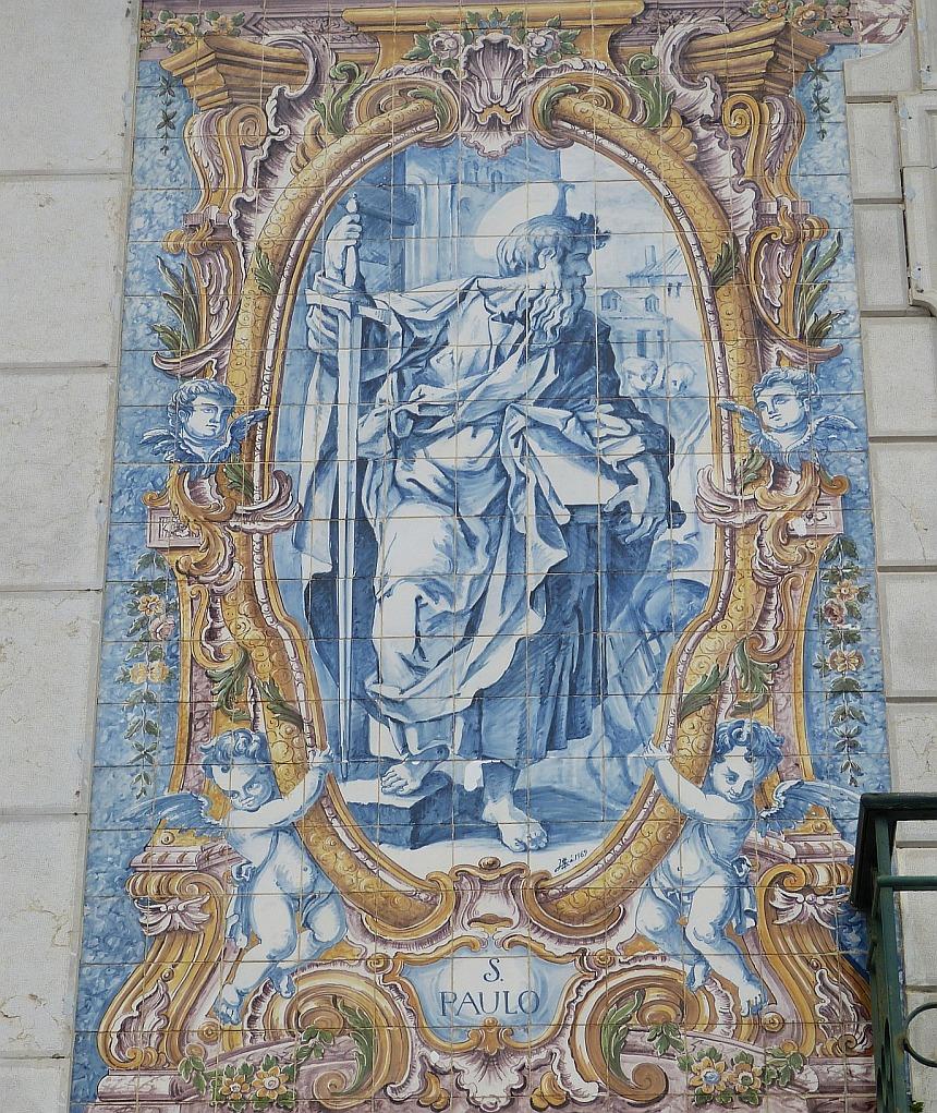 Bild des Apostels Paulus an einer Kirche in Portugal
