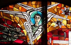 Engel mit sechs Flügeln auf dem Altarfensterbild der Evangelischen Pauluskirche Gießen