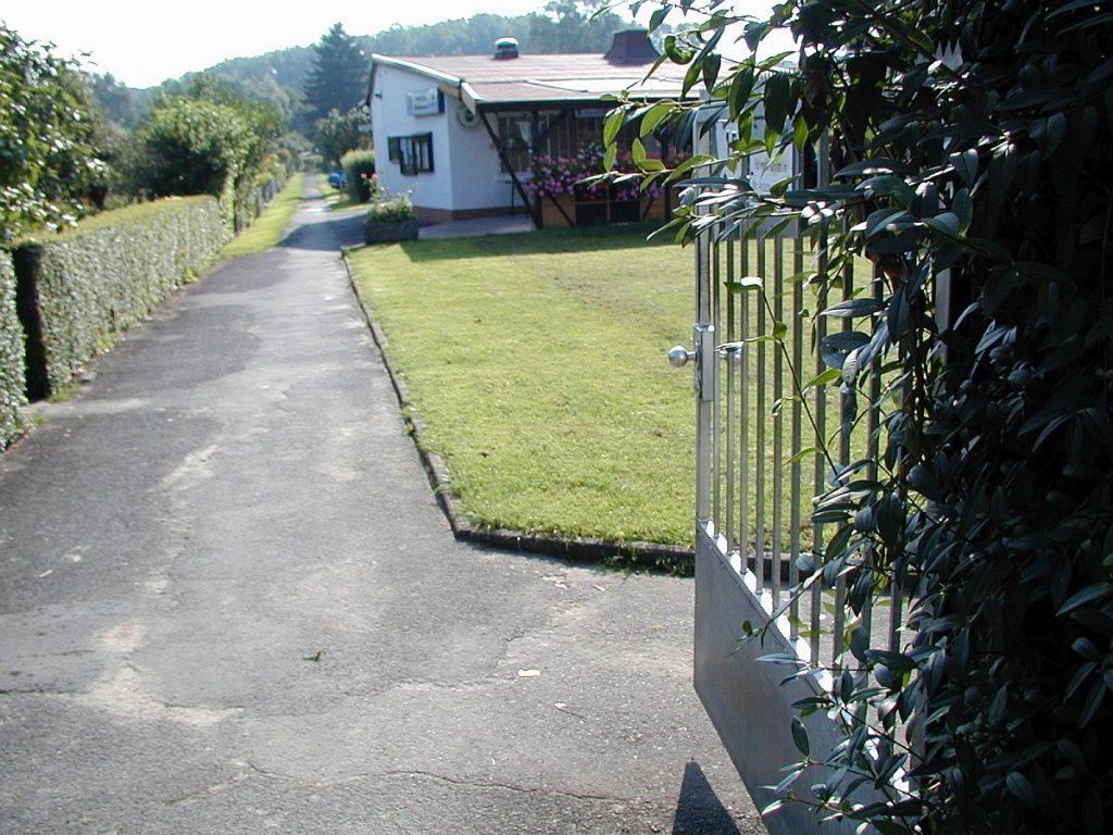 Zum Erntedankfest 2002 öffneten die Gartenfreunde am Waldbrunnenweg ihr Vereinsheim
