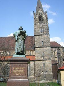 Lutherdenkmal in Erfurt (mit dem Psalmzitat: Ich werde nicht sterben, sondern leben und des Herrn Wort verkündigen