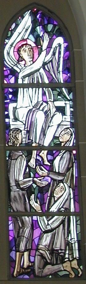 Friedhofsfenster rechts: Engel verkündet drei Frauen die Auferstehung