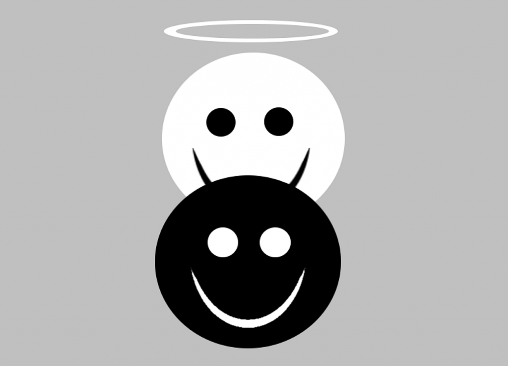 Ein weißes Smilie mit Heiligenschein befindet sich hinter einem schwarzen Smilie