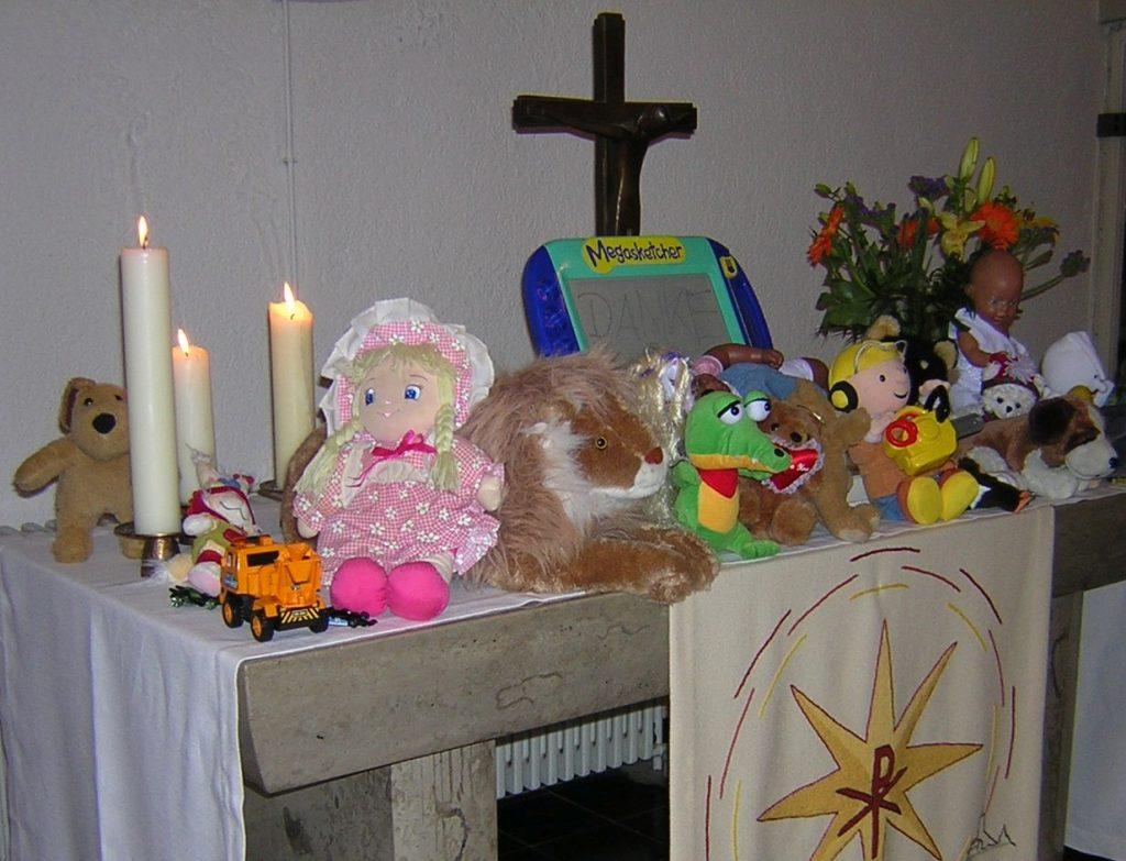 Der gesamte Spielzeug-Erntedankfest-Altar in der Pauluskirche