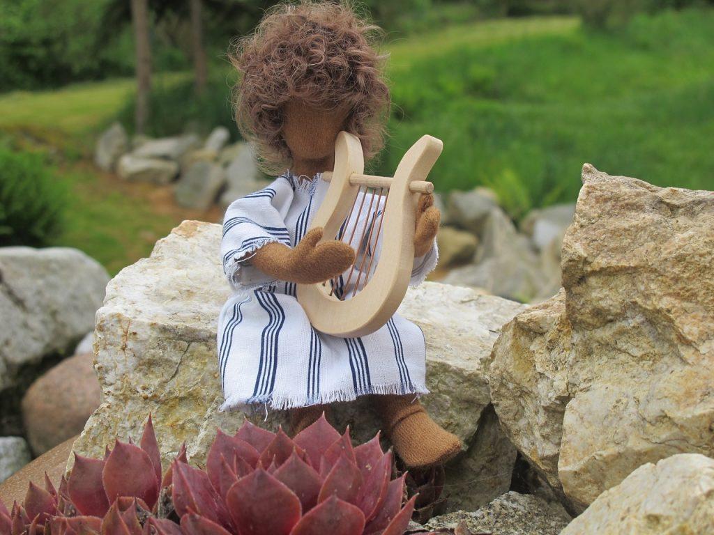 David sollte Harfe spielen, um den traurigen König Saul fröhlich zu machen