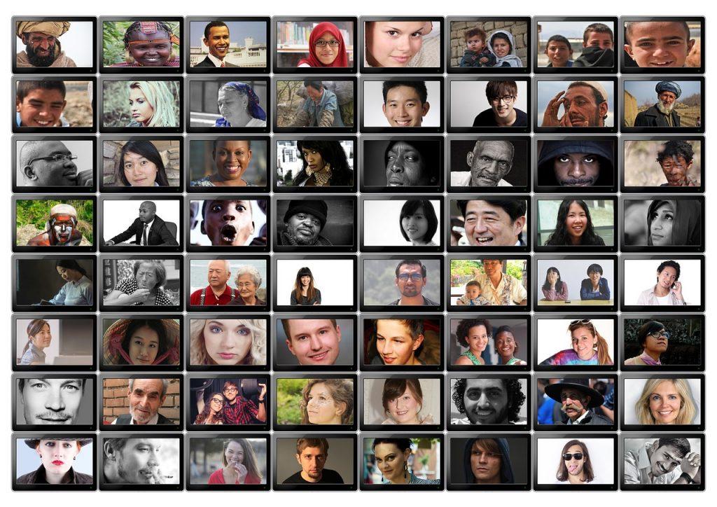 8 x 8 kleine Fotos von vielen verschiedenen Menschen