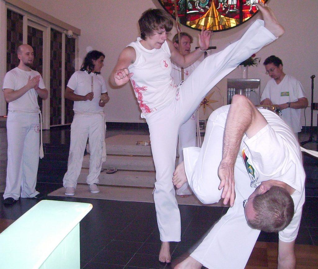 Eine Capoeira-Vorführung ist Bestandteil eines Gottesdienstes zur Befreiung aus der Sklaverei