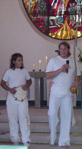 Mario Dirks, der Leiter der Gießener Gruppe (rechts neben Patrik Ravano)