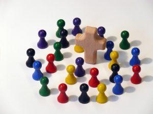 Bunte Vielfalt rund um das Kreuz