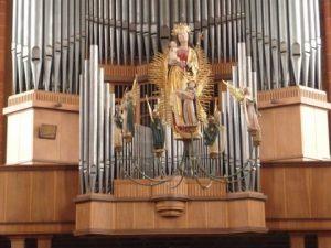 Maria vor der Orgel im Wetzlarer Dom