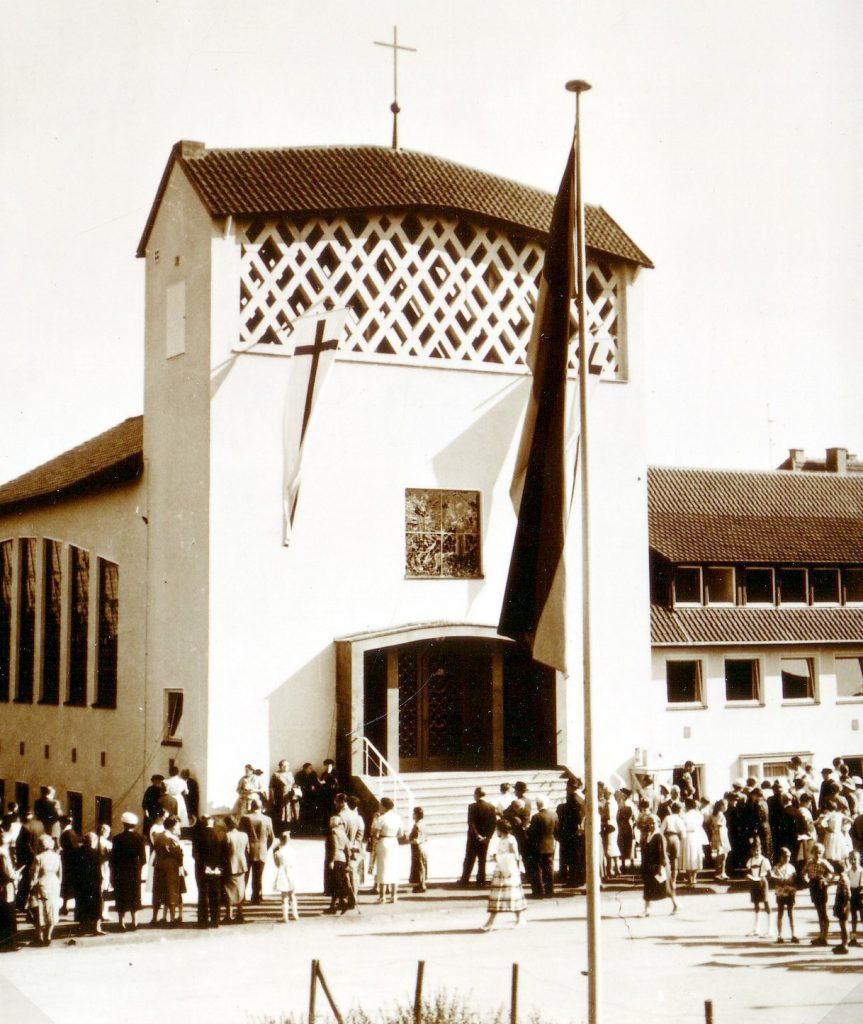 Das Foto entstand bei der Einweihung der evangelischen Pauluskirche Gießen am 14. September 1958