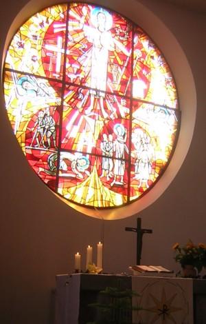 """Altarfenster im Festgottesdienst """"50 Jahre Paulusgemeinde"""""""