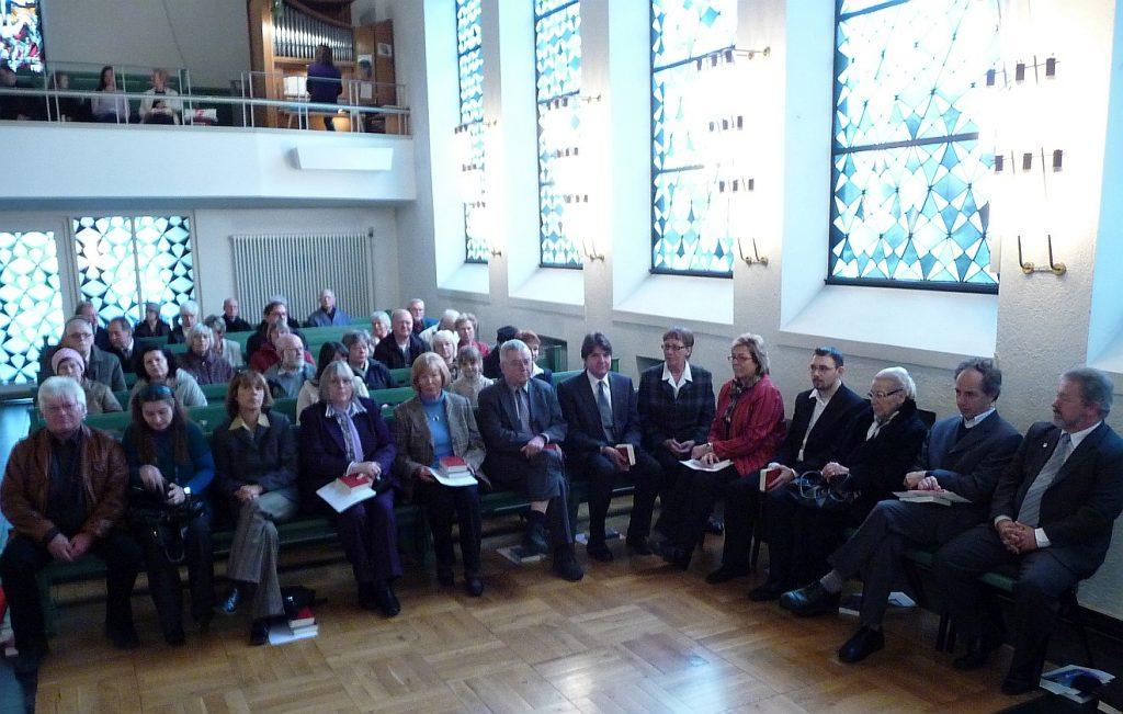 Die bisherigen und künftigen Mitglieder des Paulus-Kirchenvorstands im Gottesdienst der Pauluskirche
