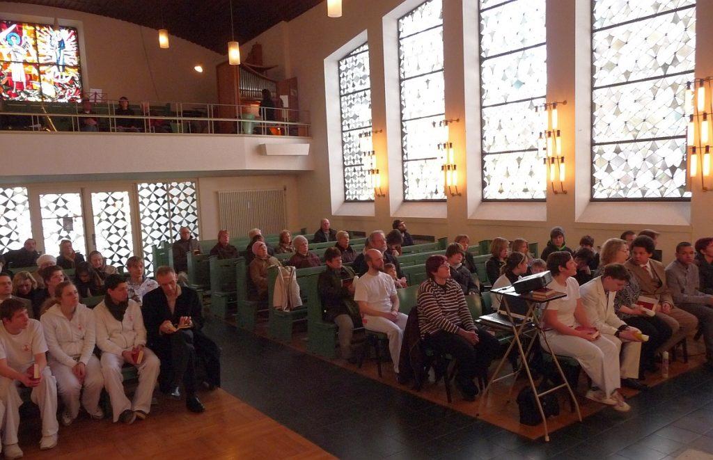 Die Gottesdienstgemeinde in der Pauluskirche