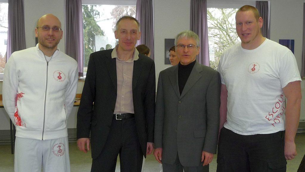Die Fürbitten wurden vorbereitet von Rolf Weinreich (Cabeca), Jürgen Neumann (Pastor) und Mario Dirks (Bambam) [1., 2. und 4. von links auf dem Foto, das nach dem Gottesdienst gemacht wurde - dazwischen Pfarrer Helmut Schütz]