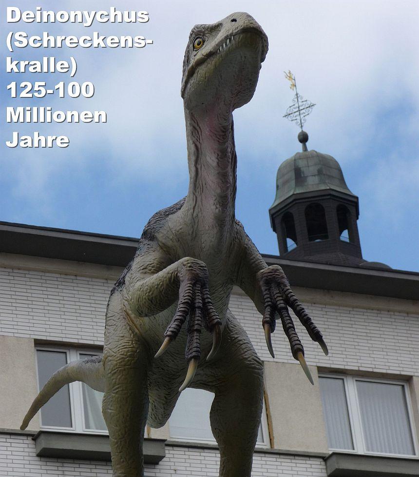 Ein Dinosaurier der Ausstellung 2010 in Gießen: Deinonychus (Schreckenskralle) 125-100 Millionen Jahre