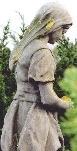 Das Foto der Statue vom Anfang in voller Höhe