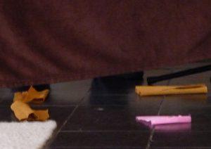 Da liegt überall Papier auf dem Boden
