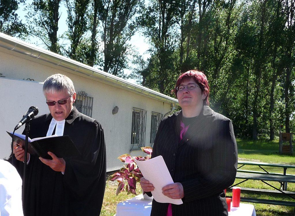 Pfarrer Helmut Schütz und Prädikantin Gaby Engel