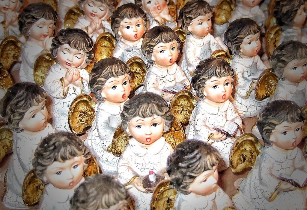 Singende Engelfiguren