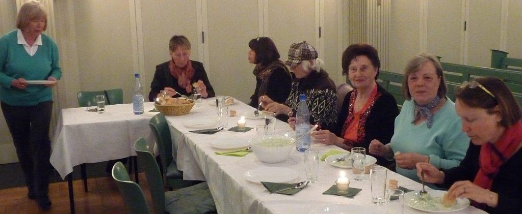 Grüne-Soße-Essen nach dem Tischabendmahl am Gründonnerstag 2012