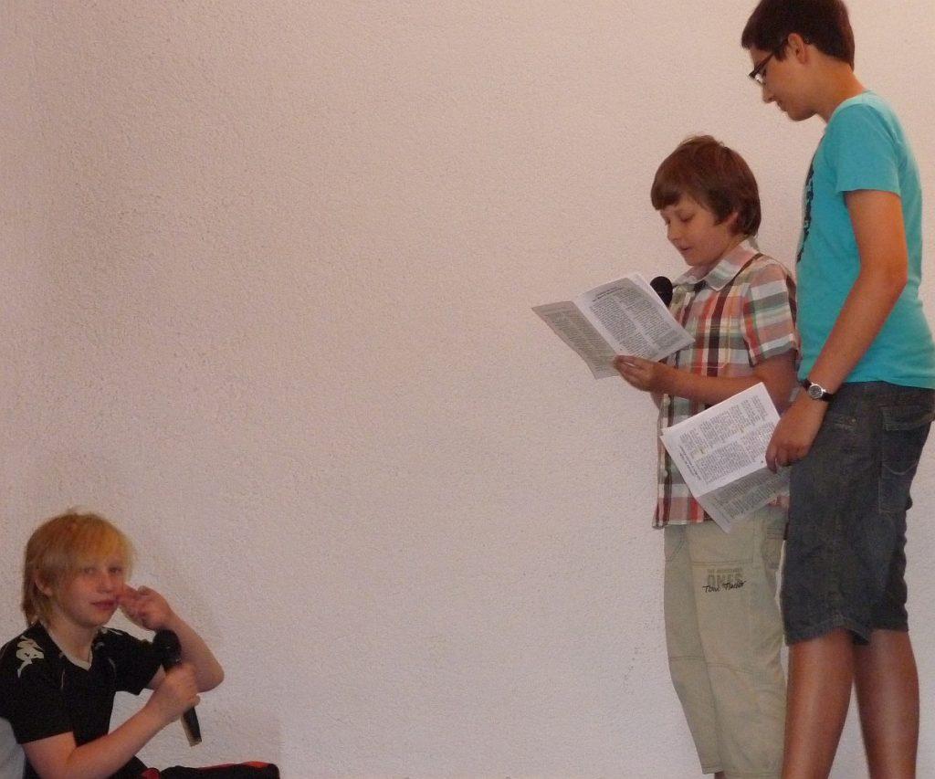 Andreas und Simon besuchen Johannes im Gefängnis