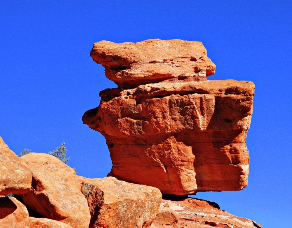 Ein Felsen, der auf anderen Felsen balanciert: im so genannten Garten der Götter
