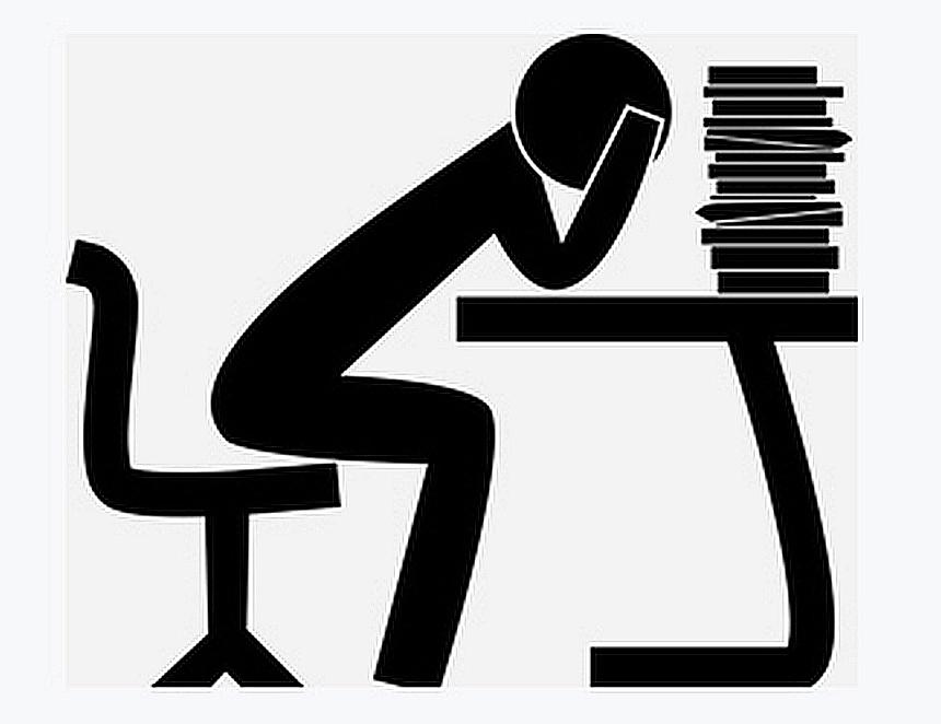 Gott gibt den Müden Kraft: Stilisierte Zeichnung eines überlasteten Schreibtischarbeitern, den den Kopf in die Arme stützt und einen Stapel Papier vor sich hat