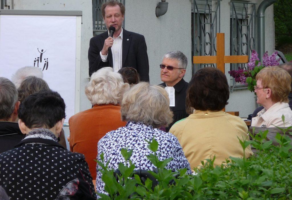 Dr. Ulrich Müller bei der Schriftlesung
