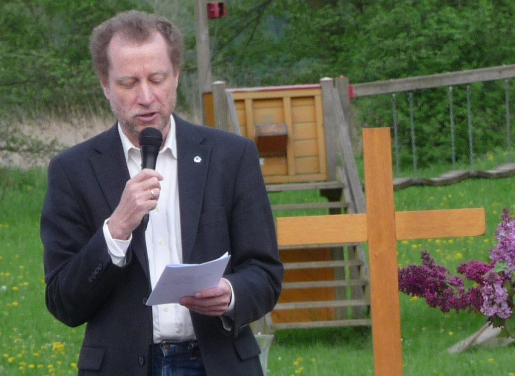 Dr. Ulrich Müller bei der Begrüßung zum gemeinsamen Himmelfahrtsgottesdienst mit der Thomasgemeinde