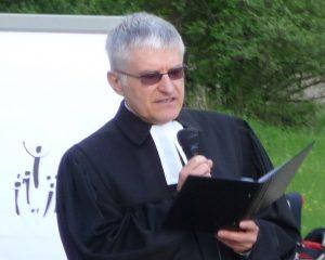 Pfarrer Schütz während seiner Predigt