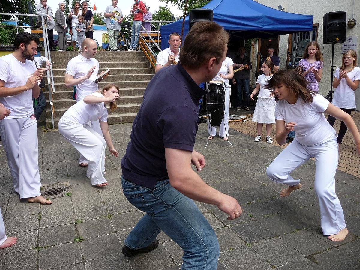 Auch Festgäste durften mit Capoeira spielen
