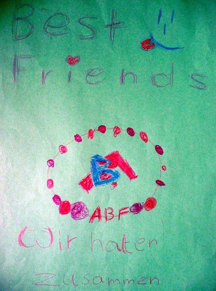 """Die Mädchen der Gruppe """"Best friends"""" halten als beste Freundinnen zusammen"""