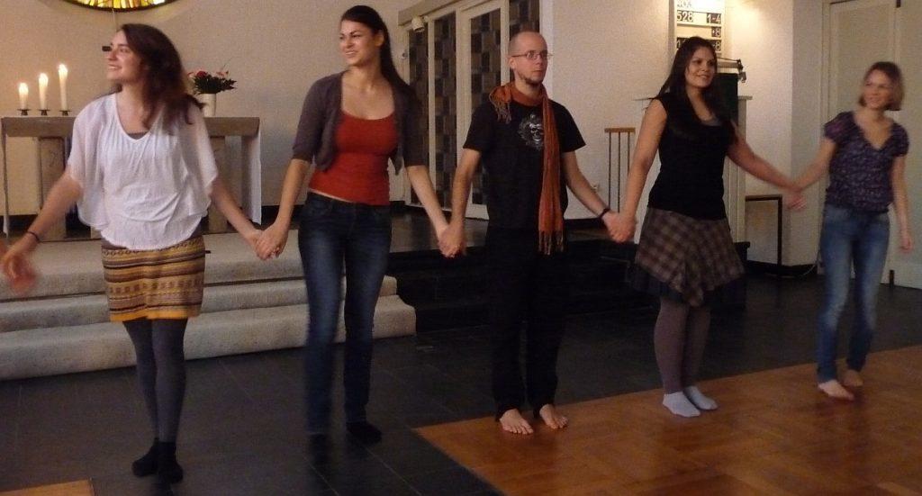 Tanztheatermitwirkende beim Schlussapplaus