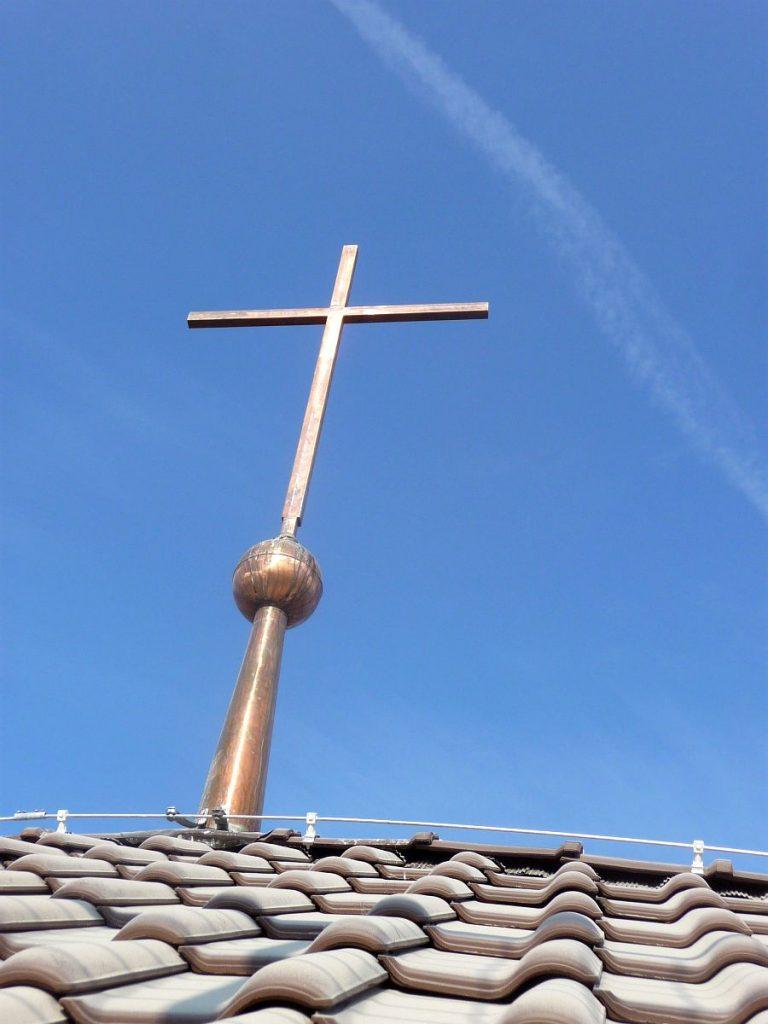 Das kupferne Kreuz auf dem Turm der evangelischen Pauluskirche Gießen